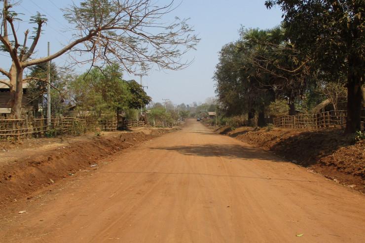 ドンニャイ村周辺の道路
