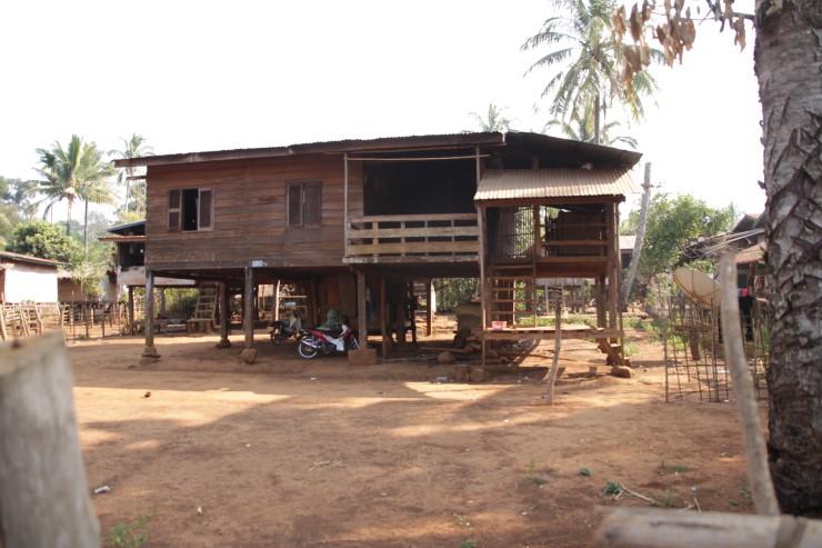 ドンニャイ村の民家