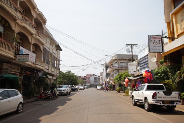 ラオス第2の都市パクセーの道路