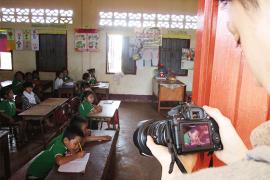学習風景を撮影するフォーサイトスタッフ