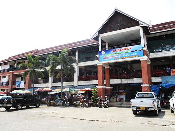ラオス第二の都市パクセー 最大級のマーケット