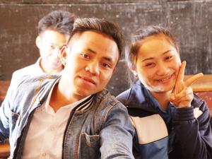 ドンニャイ校で学ぶ高校生