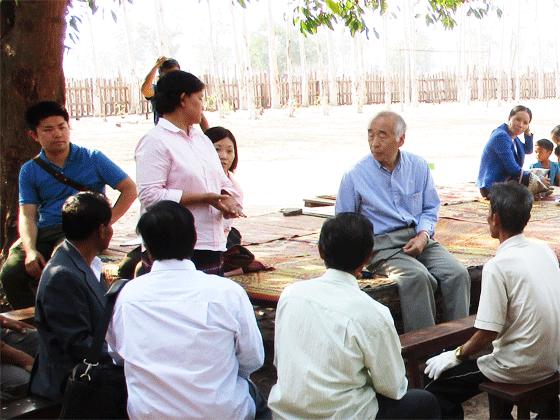 支援を求める村民とのミーティング