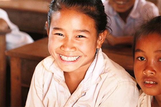 笑顔がまぶしいドンニャイ校の学生