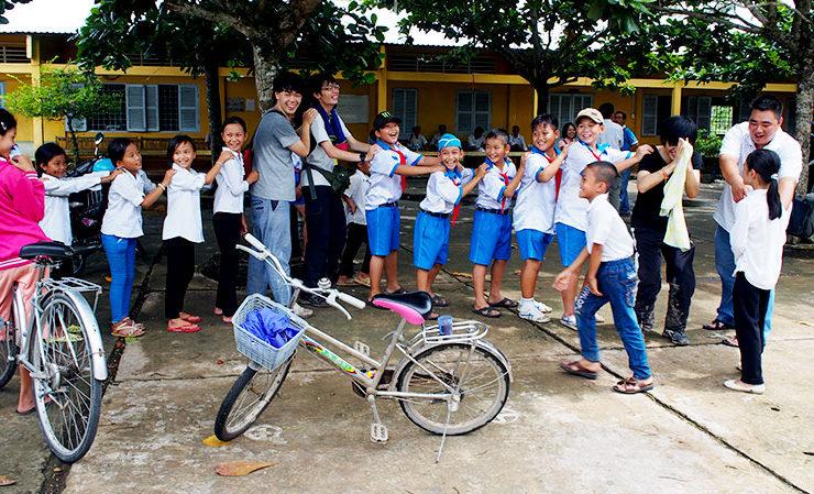 タップガイC小学校の生徒との交流