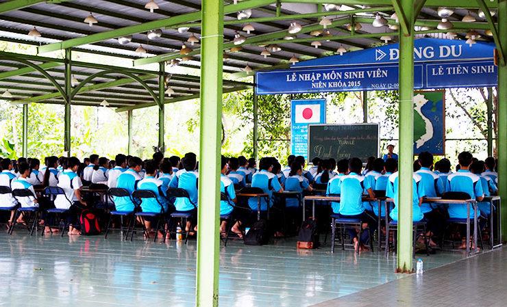 ドンズー校で学ぶ生徒たち