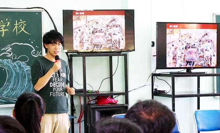 日本についてプレゼンテーションを行う東大生