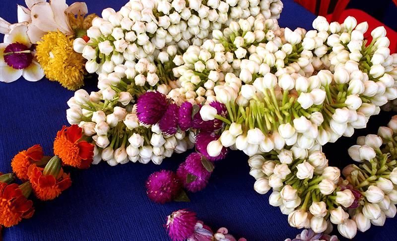 歓迎の花飾り。全て手作りだ