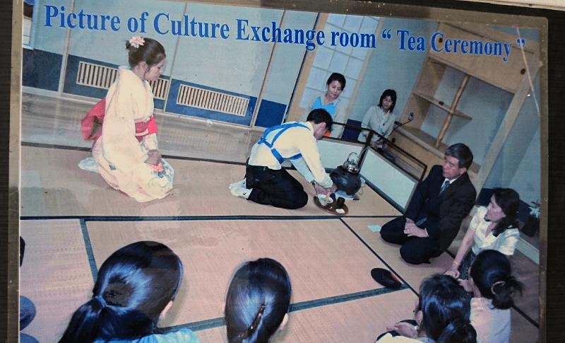 茶道も実践で教えている