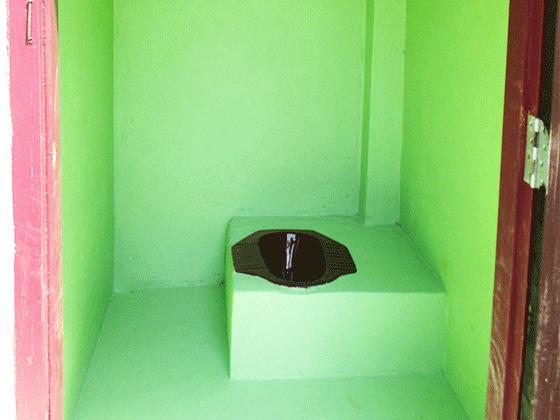 ドンニャイ校の新設トイレ