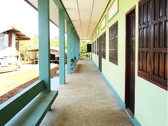 ドンニャイ校 新設の高等学校の廊下